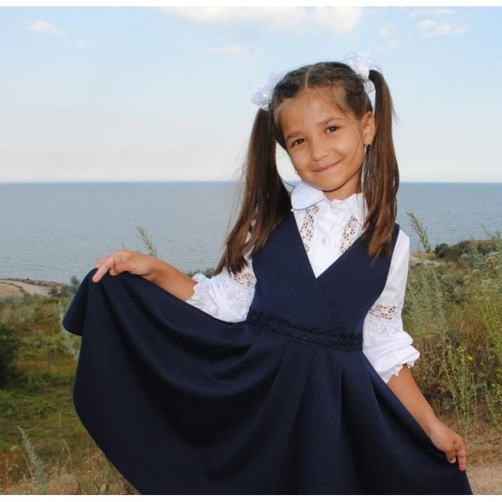 Школьная форма для девочек. Школьный сарафан ткань ЛАКОСТА на запа́х модели ЕВГЕНИЯ. Цвет ТЕМНО-СИНИЙ, р-ры 116, 122, 128, 134, 140, 146 см, модель МАЛОМЕРИТ на размер!